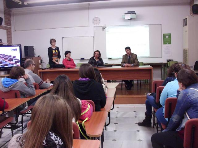 Bachilleres de Salobreña conocen la oferta educativa y metodológica de la 'Universidad de la Costa'