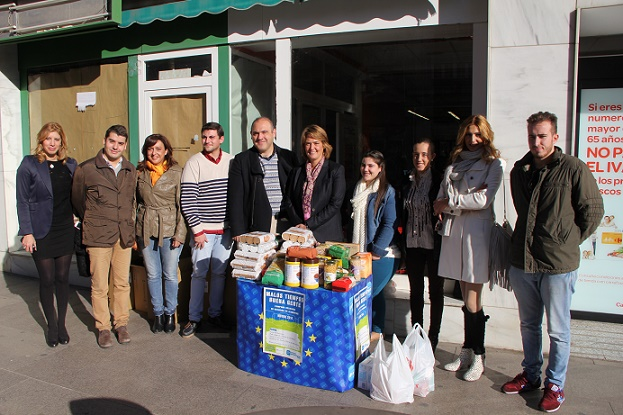 NNGG Motril desarrolla la primera jornada de su campaña solidaria 'Malos Tiempos, Buena Gente' a beneficio de Cruz Roja