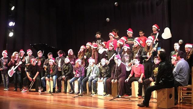 Almuñécar celebró con éxito el  Certamen Escolar de Villancicos con la participación de una decena de grupos