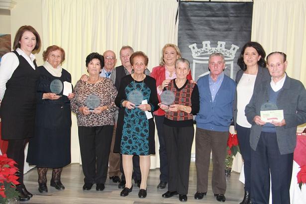 El Ayuntamiento sexitano rinde homenaje a varias parejas de mayores