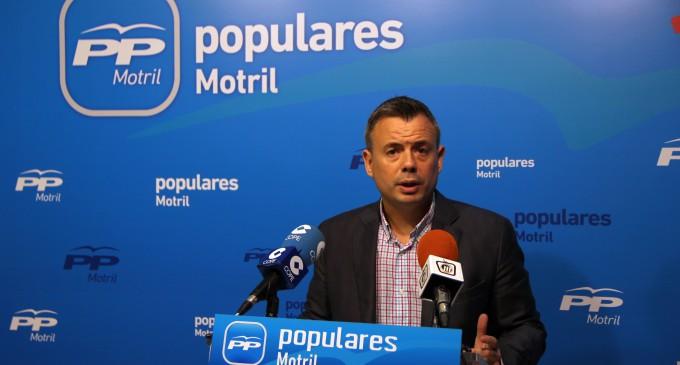 """Navarro defiende un Gobierno municipal """"que lo que dice lo hace"""" frente a un PSOE  de incumplimientos en la defensa de la línea marítima"""