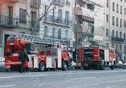 Diputación entrega al Parque de Bomberos de Motril el vehículo que permitirá el acceso de los bomberos a los edificios más altos de la ciudad