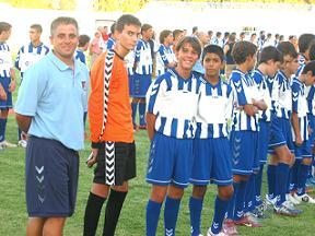 El Polideportivo Ejido se hace con el XXXII Trofeo Ciudad de Motril. Antes del encuentro se presentó a la afición los 250 jugadores que integran el fútbol base