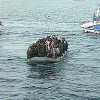 Interceptada una patera con más de 50 tripulantes, una decena de ellos menores, a diez millas de Almuñécar