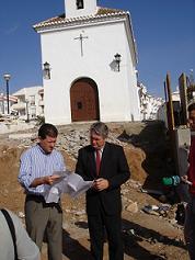 El alcalde, Pedro Álvarez, visita las obras de retranqueo del acceso a la Ermita de Las Angustias