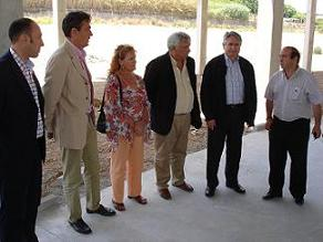 El alcalde visita las obras de la 'Plaza de Toros y Edificio Multifuncional' de Motril, que podría ser inaugurado en octubre con 'El Fandi'